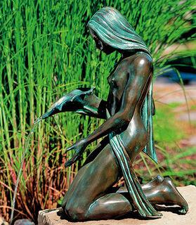 """Gartenskulptur / Wasserspeier """"Mädchen mit Füllhorn"""", Bronze"""