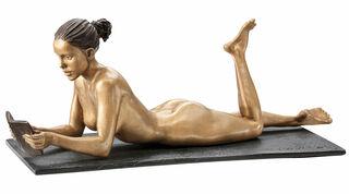 """Skulptur """"Lesende"""" (2019), Bronze"""